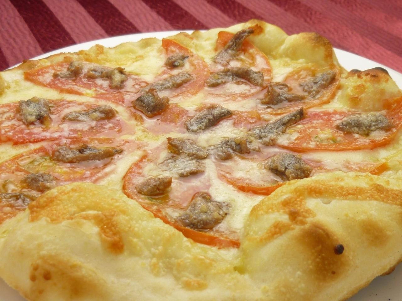 アンチョビとトマトのピザ
